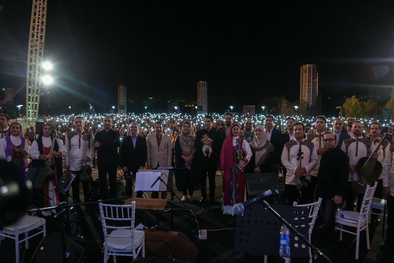 کنسرت ارکستر سازهای ملی ایران به رهبری علی اکبر قربانی و خوانندگی محمد معتمدی