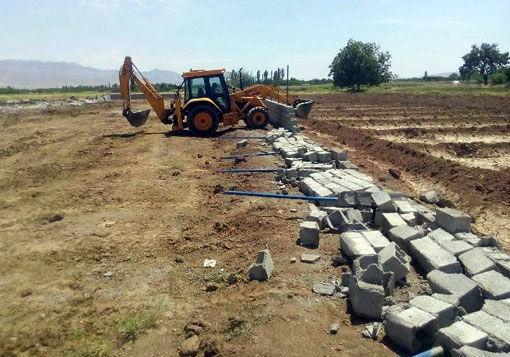 قلع و قمع 8 مورد از ساخت و سازهای  غیرمجاز در اراضی کشاورزی شهرستان ویژه مرند