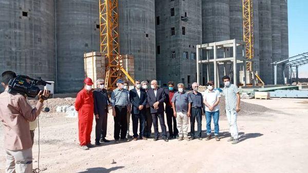 مشاور وزیر جهاد کشاورزی از سیلوی گرمسار بازدید کرد