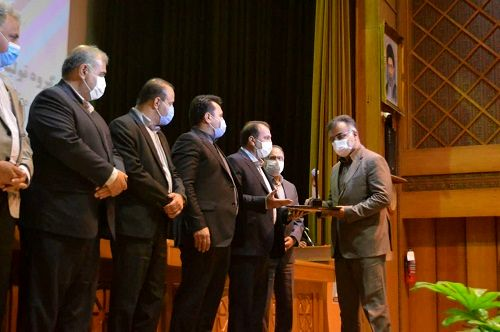 """رئیس سازمان جهاد کشاورزی استان فارس """"مدیر نمونه استانی"""" شد"""