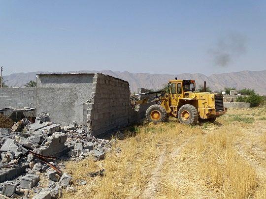 ساخت وسازهای غیرمجاز در شهرستان کازرون تخریب شد