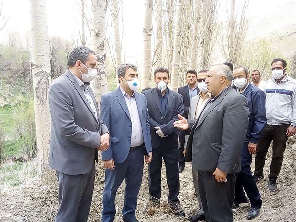 بازدید فرماندار فیروزکوه از پروژه پوشش انهار روستای اهنز این شهرستان