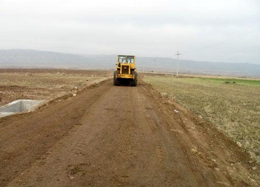 احداث و مرمت جاده های دسترسی به مزارع کشاورزی تحت پوشش پروژه 1520 هکتاری حاشیه ارس