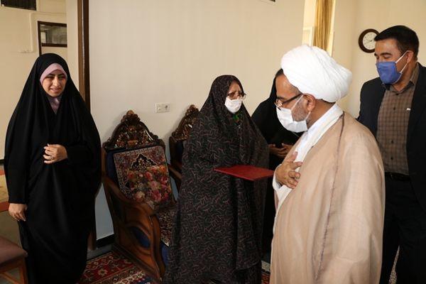 دیدار مدیران سازمان جهاد کشاورزی کرمان با خانواده شهید زینهاری