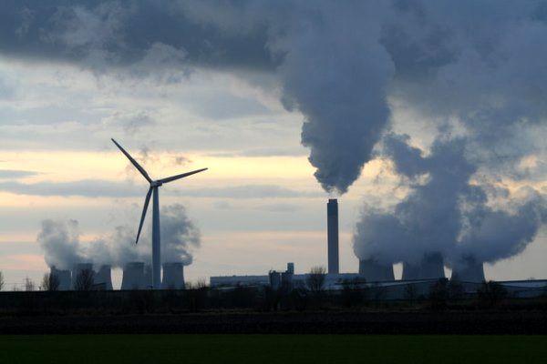 چند تن از روسای پیشین بخش انرژی در انگلیس، به شرکت های بزرگ این کشور هشدار دادند