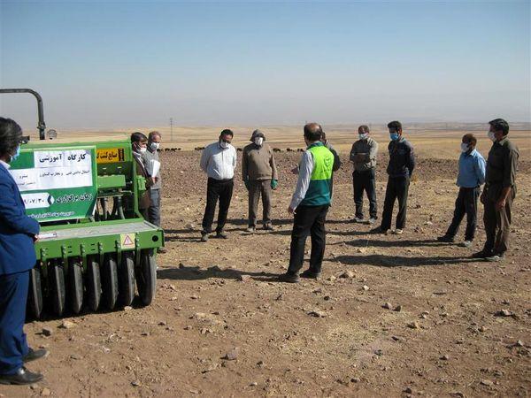 برگزاری کارگاه های آموزشی انتقال تجارب خبرگان کشاورزی به بهره برداران