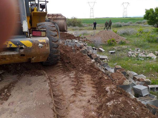 یک بنای غیر مجاز در اراضی کشاورزی شهرستان آبیک تخریب شد