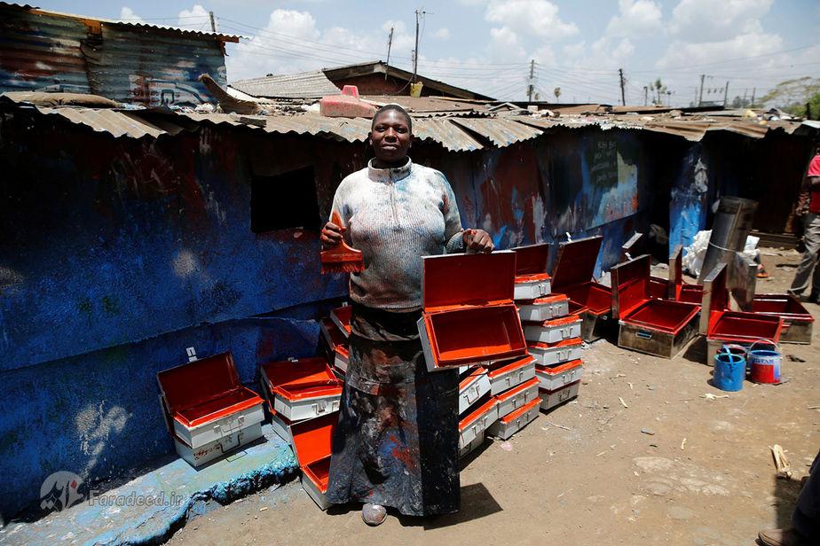 کریستین آکوت، 38 ساله، نقاش اجناس فلزی، کنیا