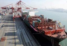 پهلوگیری و تخلیه دوفروند کشتی حامل ۱۳۵ هزارتن ذرت در بندر امام خمینی (ره)