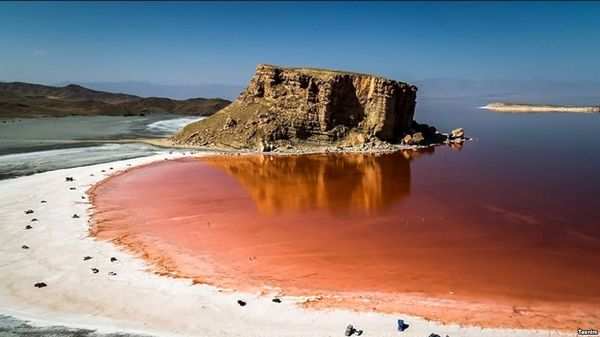 اجرای طرح تثبیت کانونهای گرد و غبار در حوزه دریاچه ارومیه