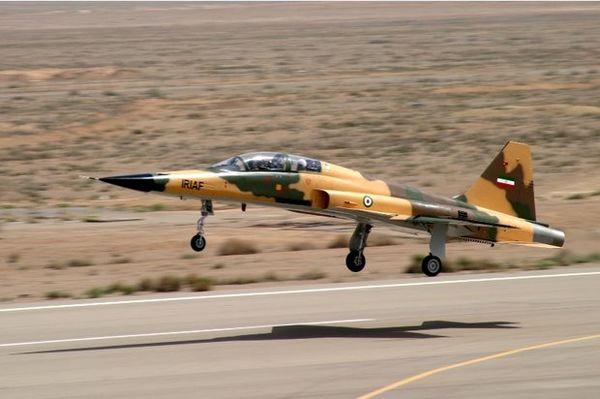 رونمایی از نخستین هواپیمای جنگنده ایرانی