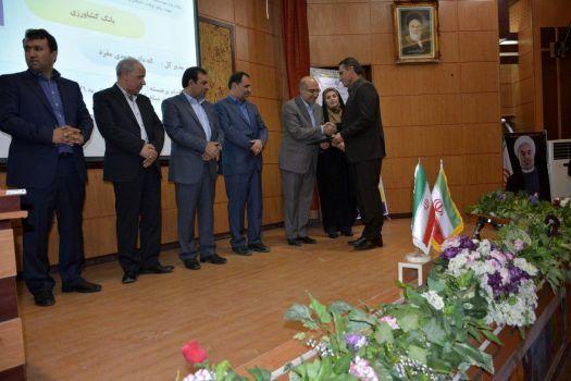 بانک کشاورزی عنوان بانک برتر را از معاون رئیس جمهوری دریافت کرد