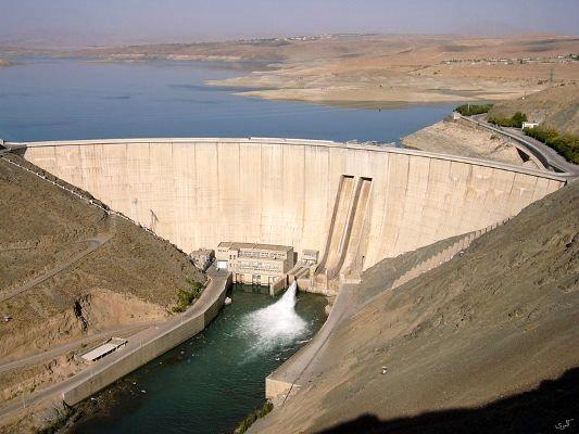 """رهاسازی آب از سد """"زایندهرود"""" 19 خرداد ماه کاهش مییابد"""