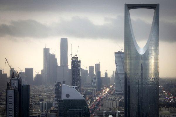 عربستان وام ۱۱ میلیارد دلاری دریافت میکند