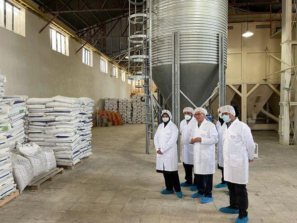 بازدید رییس سازمان جهاد کشاورزی استان قزوین از دو کارخانه تولید خوراک طیور