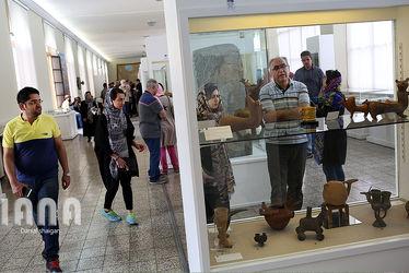گردشگران در موزه ایران باستان و موزه مقدم