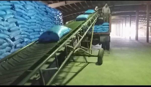 توزیع ۹۲۵ تن کود اوره در شهرستان کوهرنگ