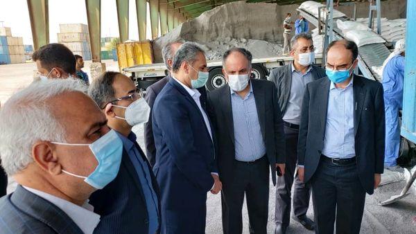 بازدید وزیرجهاد کشاورزی از سوله نگهداری ذرت و بستهبندی کود شیمیایی