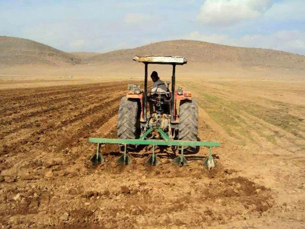 آغاز کشت پاییزه غلات در اراضی کشاورزی شهرستان کیار
