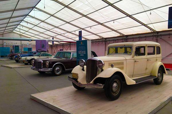 خودروهای تاریخی در تهران  رژه میروند