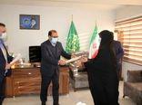 اهداء لوح تقدیر توسط رئیس سازمان جهاد کشاورزی استان لرستان به کارکنان هسته گزینش