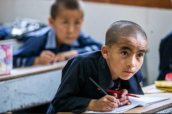 تعداد دانش آموزان افغان هر سال کاهش مییابد