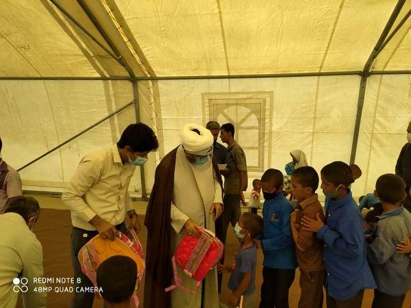 توزیع کمکهای مومنانه دانش آموزی روستای زارچ و داربست