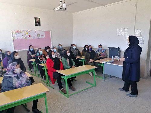 فعالیت بیش از ۱۲۰۰ زن روستایی در صندوق های خرد شیراز