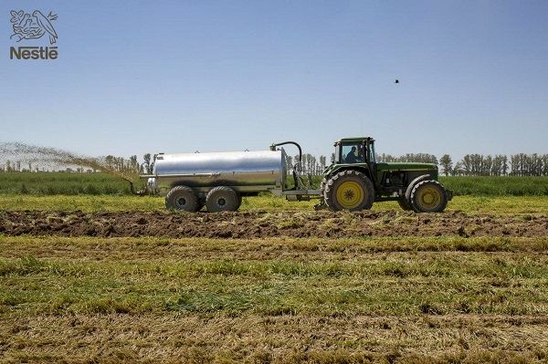 کاهش چشمگیر مصرف آب در مزارع شیری ایران و افزایش باروری خاک در مگافارمها